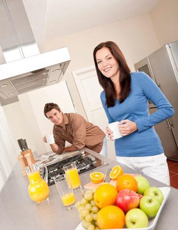 Provanti-Kitchen-article-stock img couple 450x675